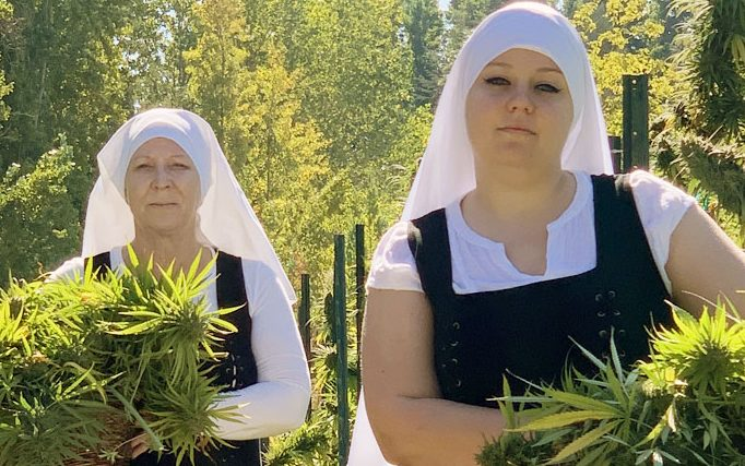 """You are currently viewing Ecco le """"Sisters of the valley"""", le suore hippie che coltivano cannabis in California"""