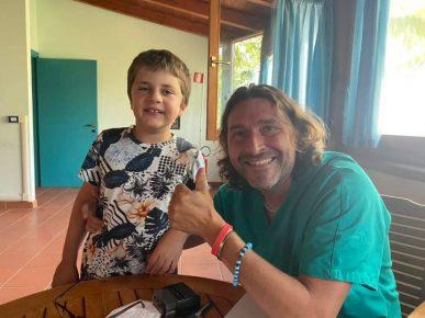 """Read more about the article Jacopo ha 8 anni ed è in cura con la cannabis terapeutica: """"Così è tornato a sorridere"""""""